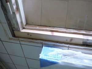 Suihkun ikkunankarmin korjaus